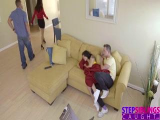 Молодая девушка трахает парня и сосет член друга своего любимого брата  онлайн!