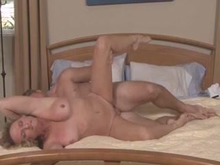 Сын ебет мать в пизду и кончает ей прямо во влагалище после секса